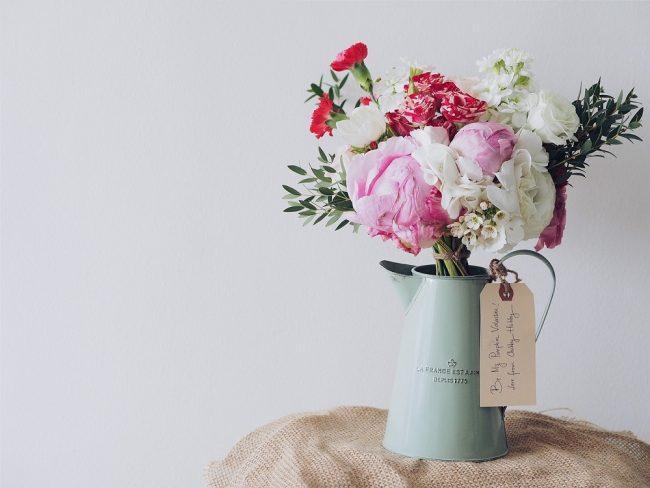 Flores en una regadera