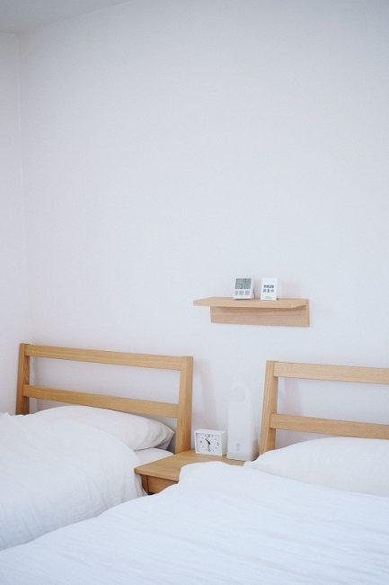 Ganar espacio de almacenaje en cuartos pequeños