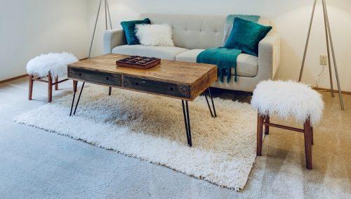 Mover muebles pesados con alfombras
