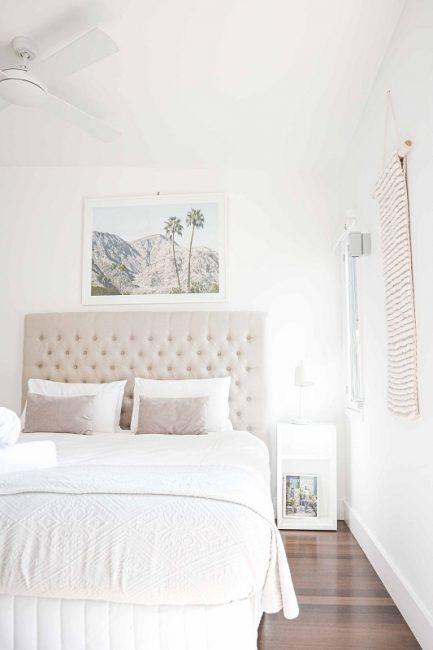 Usar colores claros en dormitorios de matrimonio pequeños