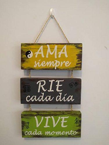 Cartel de madera con frases