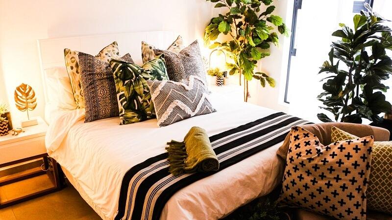 decorar la habitación con cojines