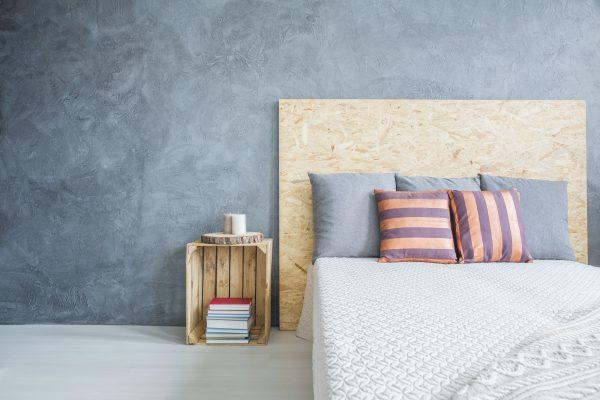 Cabecero de cama hecho de madera