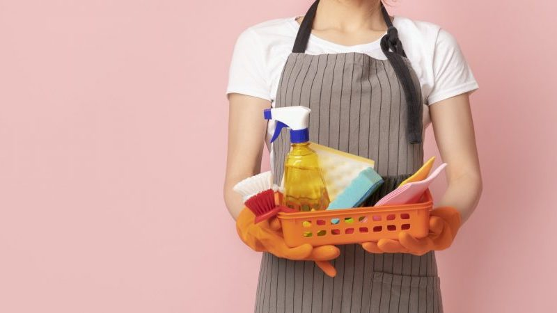Delegar las tareas de limpieza del hogar