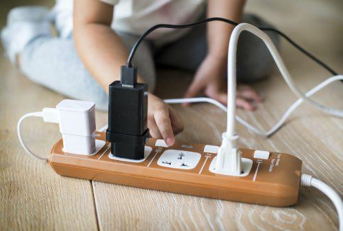 Usar una regleta para ahorrar energía
