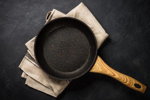 Cómo quitar la grasa de las sartenes