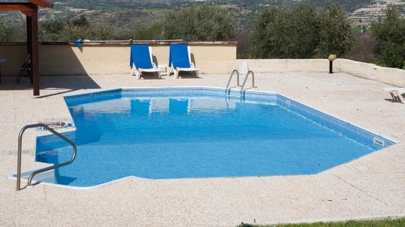 vigila la calidad del agua de tu piscina